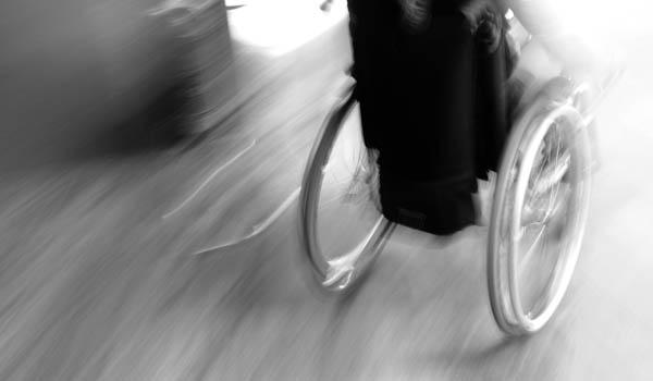 sedia a rotelle corre