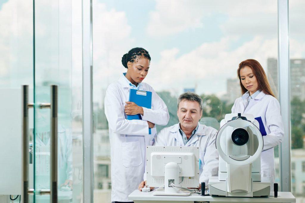 medici studiano terapia anemia falciforme