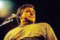 """Pierangelo Bertoli, il cantautore disabile """"artigiano della canzone"""""""