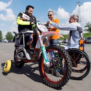 1.Nicola Dutto insieme a uno  degli allievi paraplegici