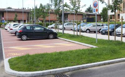 parcheggio con parch disabili
