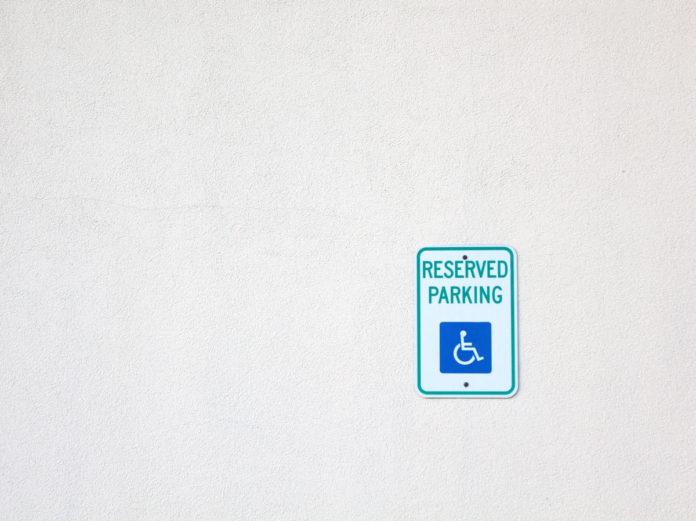 Parcheggio disabili in parcheggio privato