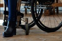 Scarpe e donne disabili, un rapporto di amore e odio