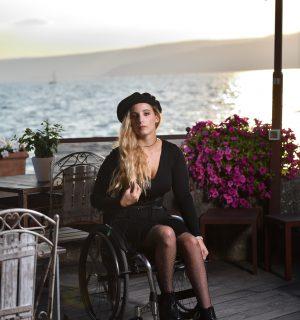 vestito nero hm e collant rete con brillantini calzedonia