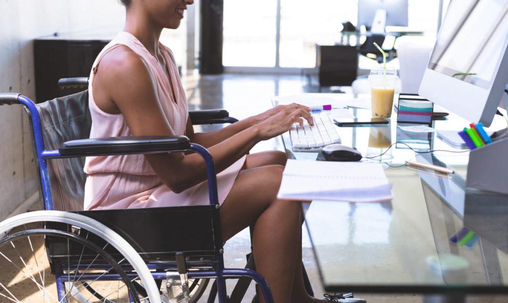persona disabile si informa su Legge Dopo di Noi