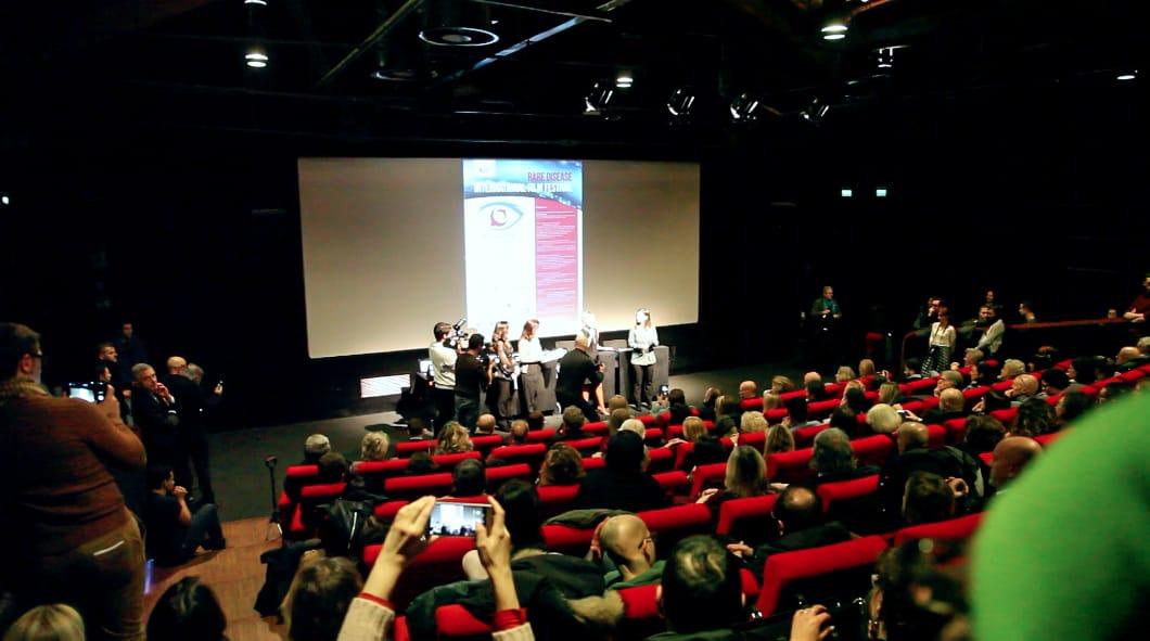 Premio USR-Heyoka-Premio Heyoka-Uno Sguardo Raro-Festival cinematografico internazionale sulle Malattie Rare-Malattie Rare-Heyoka-premiazione ufficiale