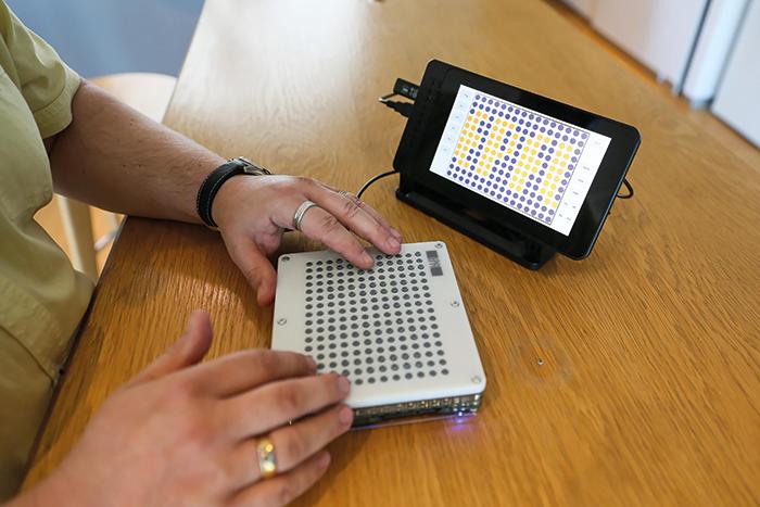 blindpad-ausili disabili-ability channel-ausilio per disabili-persona non vedente-ipovendete-non vedente