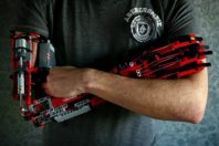 Hand Solo, un ragazzo col braccio Lego
