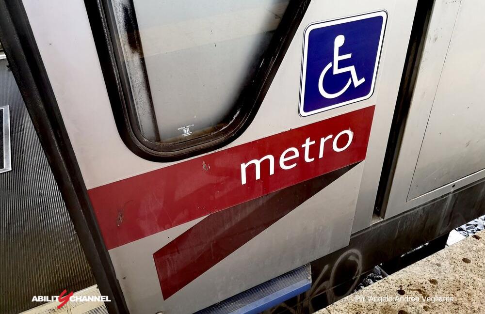 metro con logo disabili roma