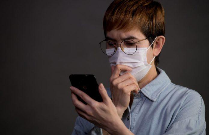 donna legge ultime notizie su coronavirus italia