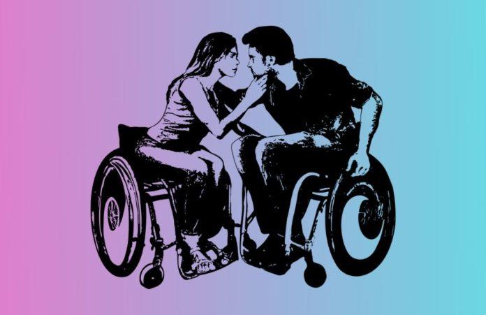 due persone si baciano per esprimere binomio sessualità disabilità