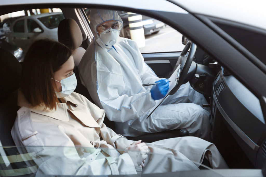 dottori in macchina parlano di coronavirus