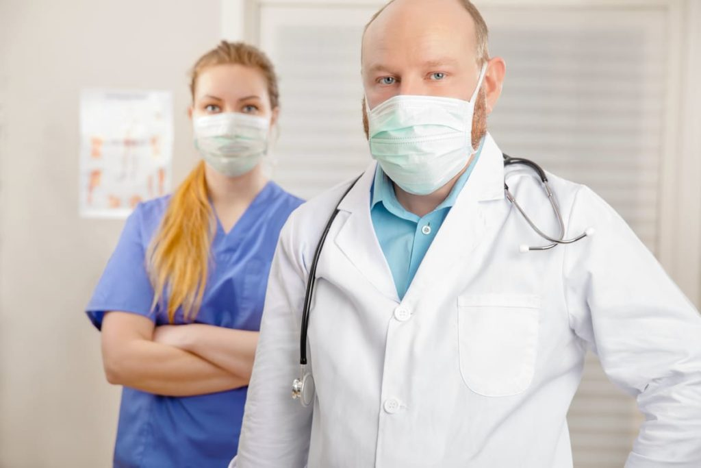 medici con DPI