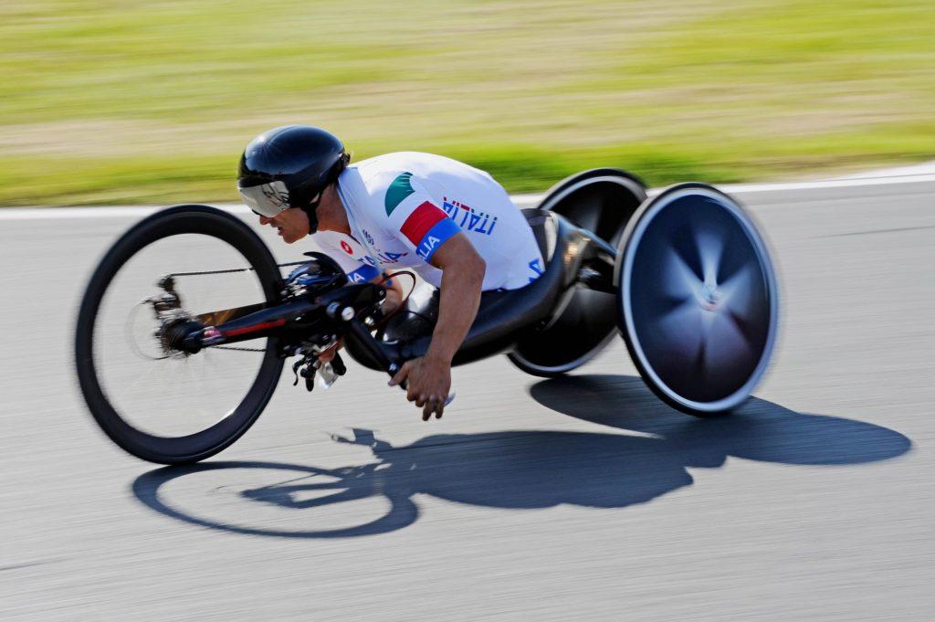 alex zanardi in corsa sull'handbike