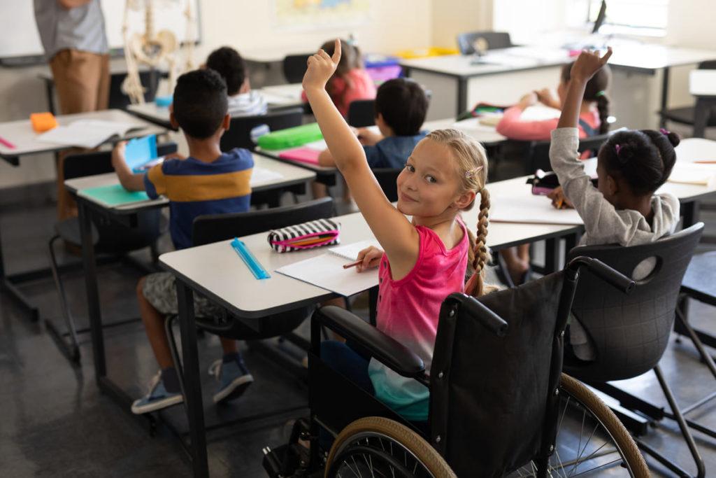 alunna con disabilità in classe