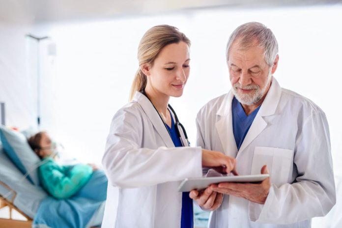 dottori studiano dati coronavirus e sclerosi multipla