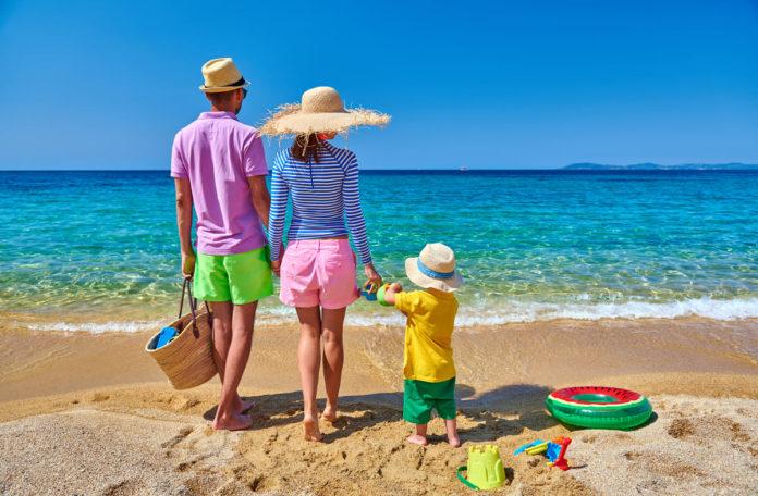 famiglia al mare con bonus vacanze 2020