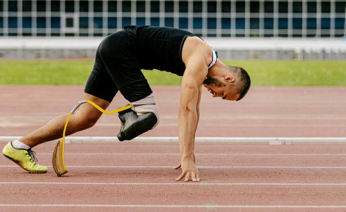 sportivo di atletica paralimpica