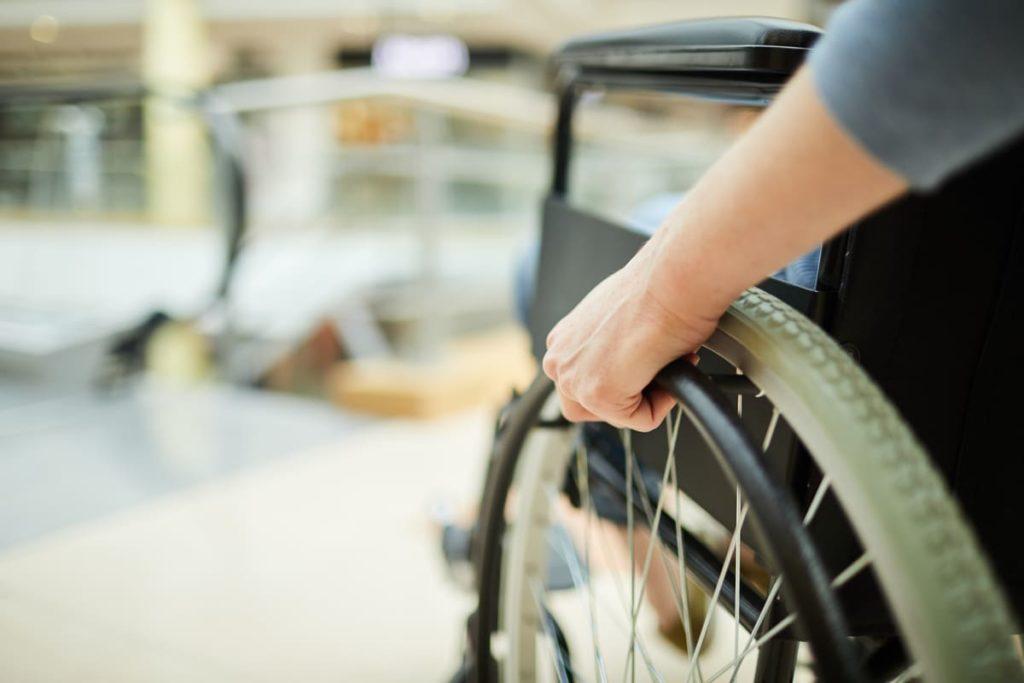 carrozzina persona con invalidità civile inps