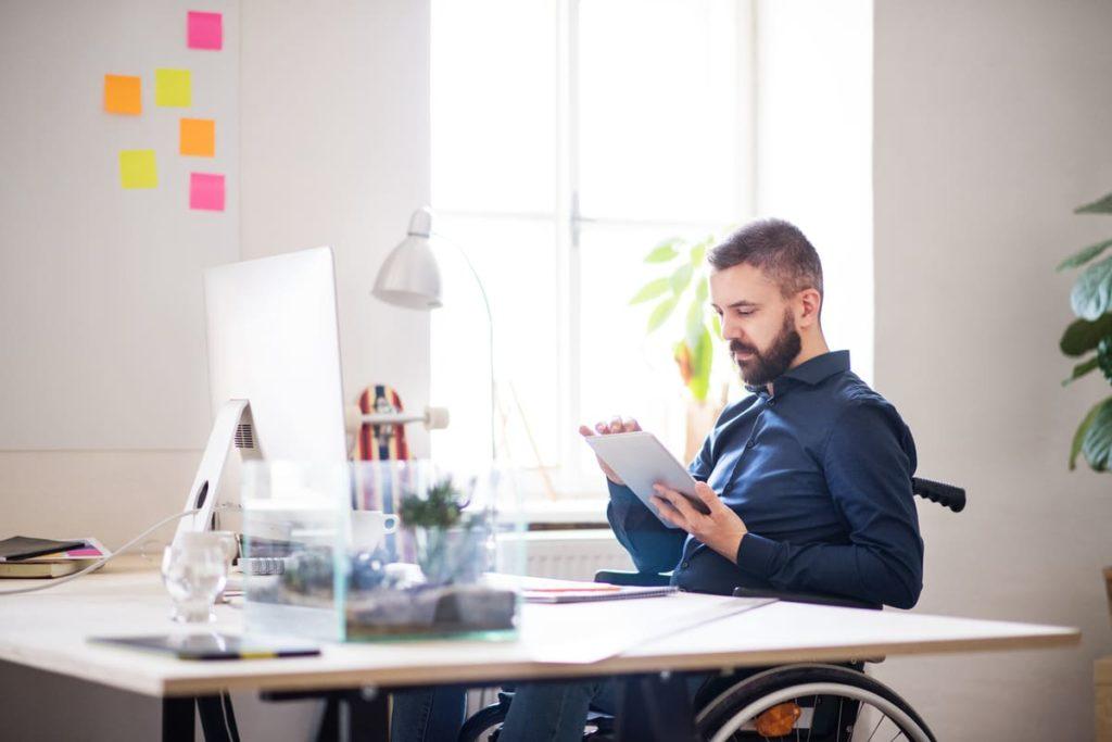 disabile cerca informazioni invalidità civile legge 104