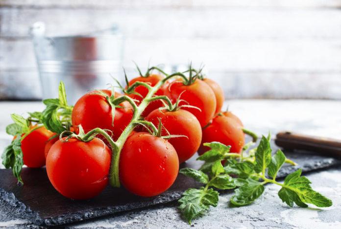 pomodori tra gli alimenti che abbassano la glicemia