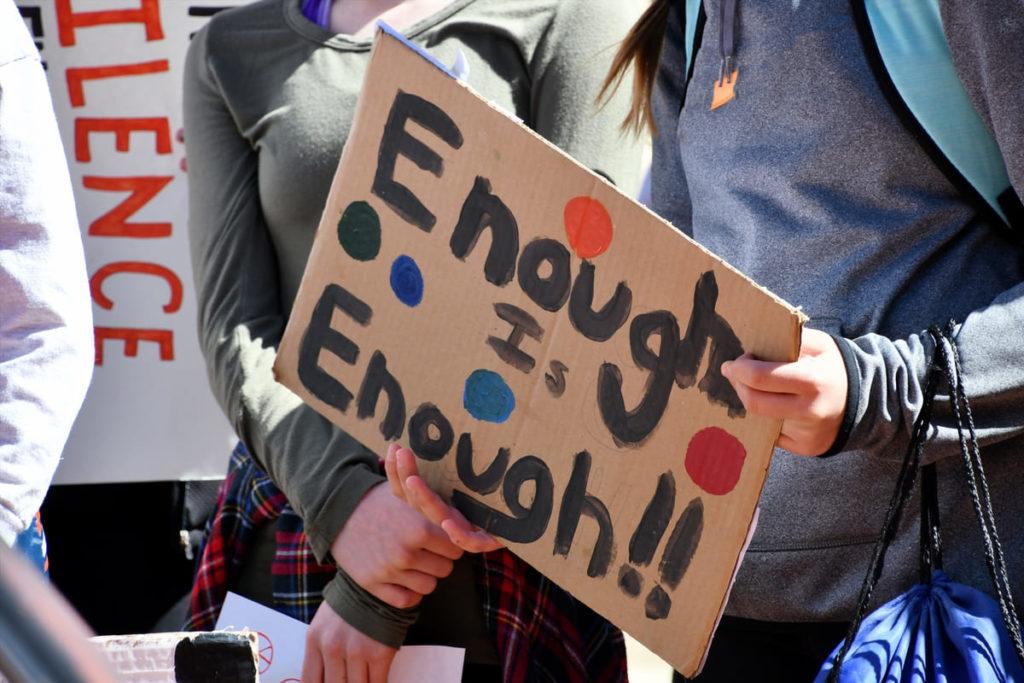 cartello contro la violenza sulle donne