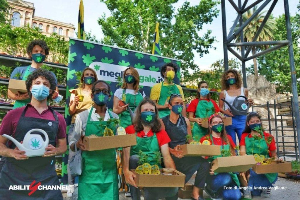 manifestazione sulla cannabis di meglio legale e 6000 sardine